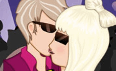 Lady Gaga Kissing